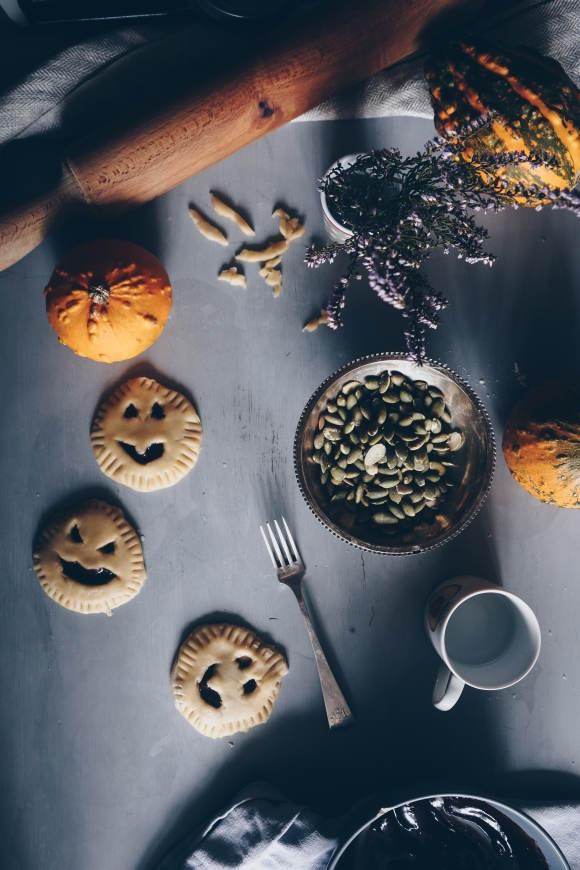 Mini vegan halloween pies